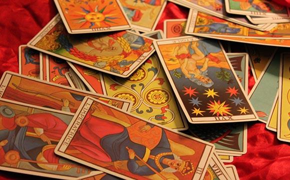 1112d2a6c4f43 Le jeu de tarot divinatoire