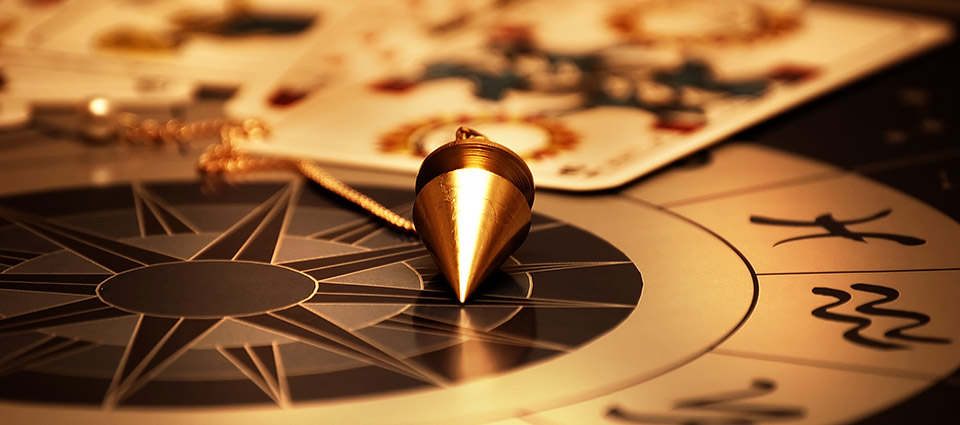 986b9fc9902e8 ... Tarot et pendule divinatoire ...